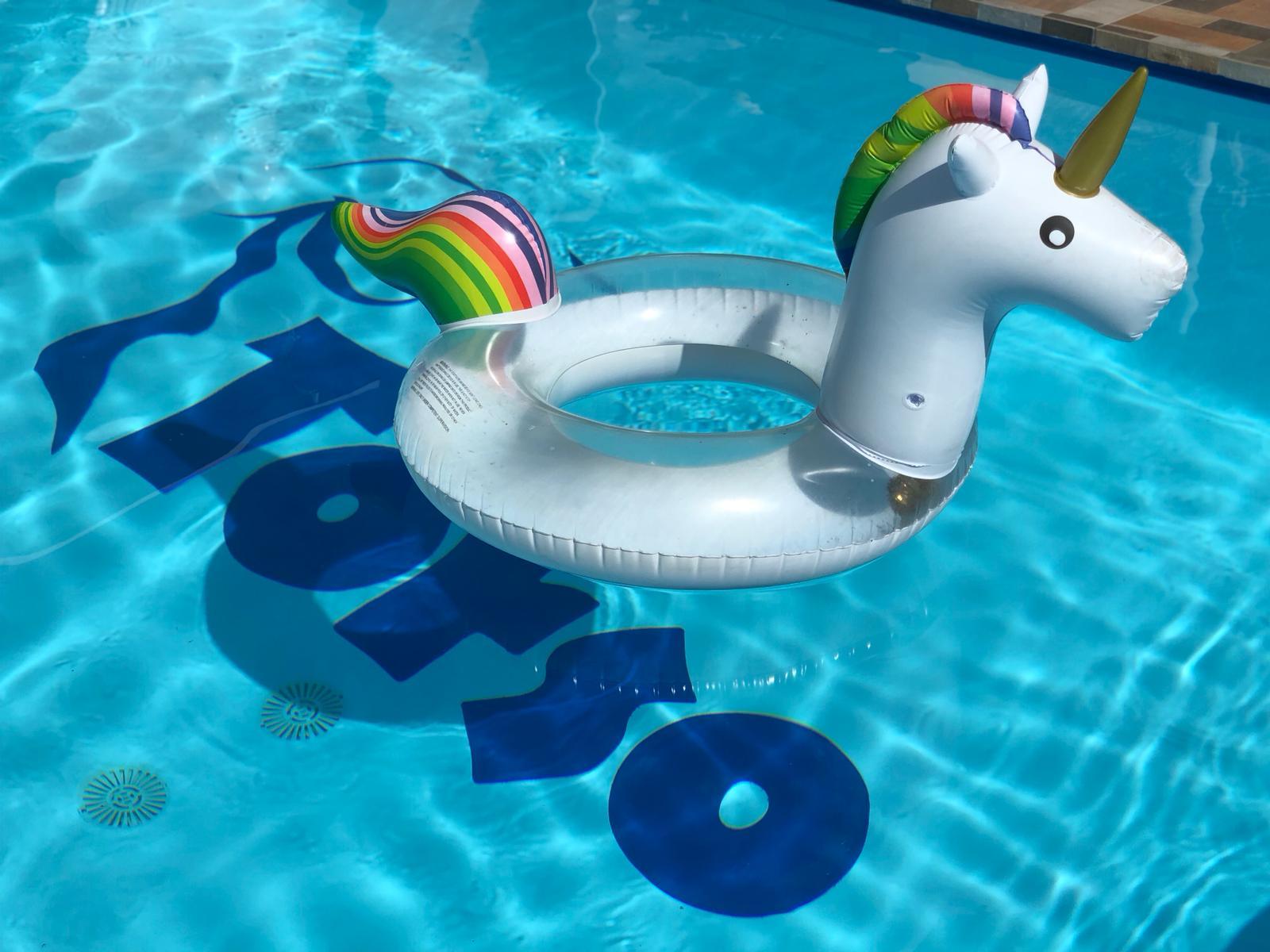 Gay Resort Hotel Club torso Gran Canaria  zwembad luchtband