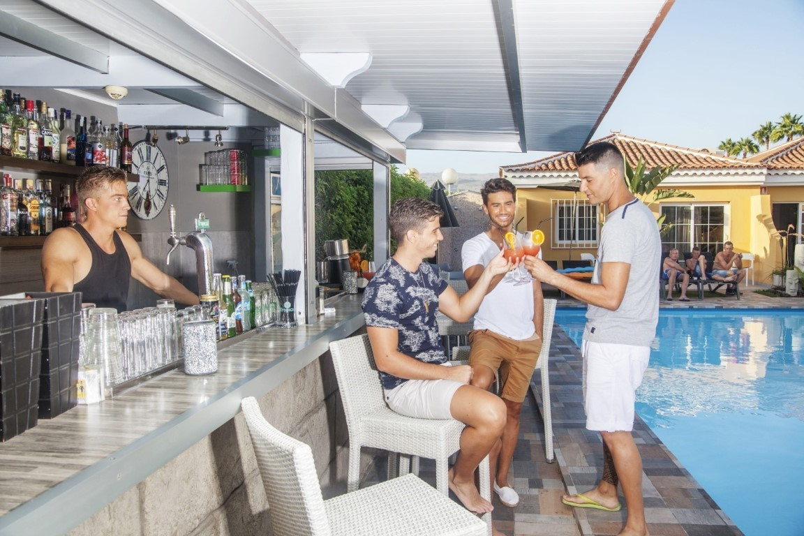 Gay Resort Hotel Club torso Gran Canaria bar bistro zwembad