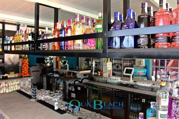 Gin Bar cafe playa del ingles. Aqua Beach Bungalows bar dranken