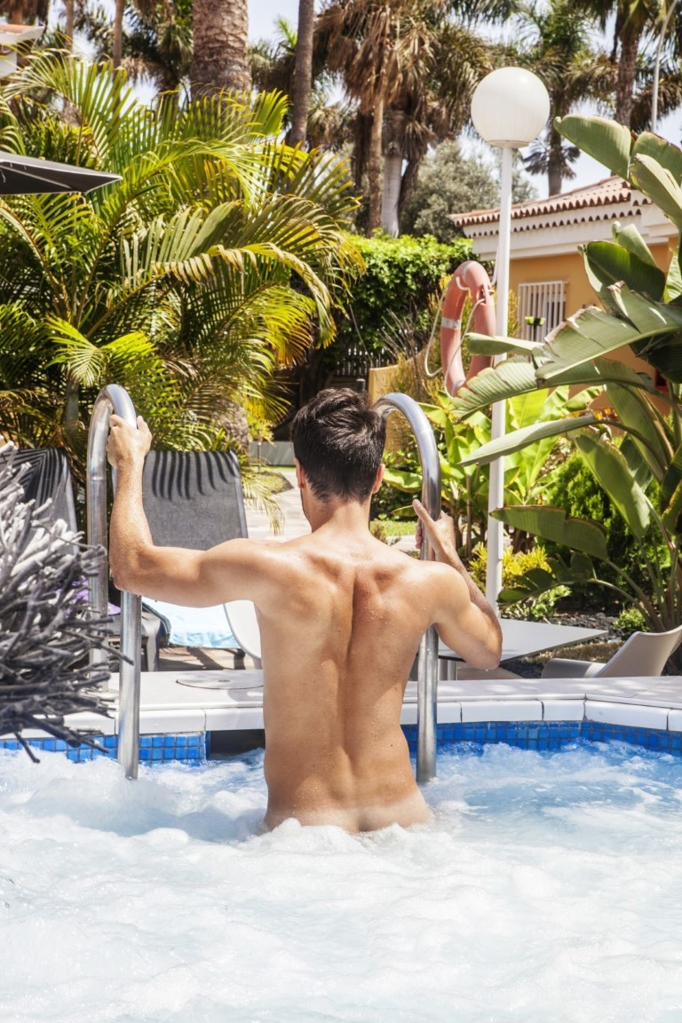 Gay Resort Hotel Club torso Gran Canaria jacuzzi man