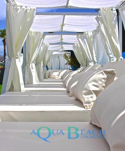 gay resorts playa del ingles. Aqua Beach Bungalows ligbedden bij zwembad