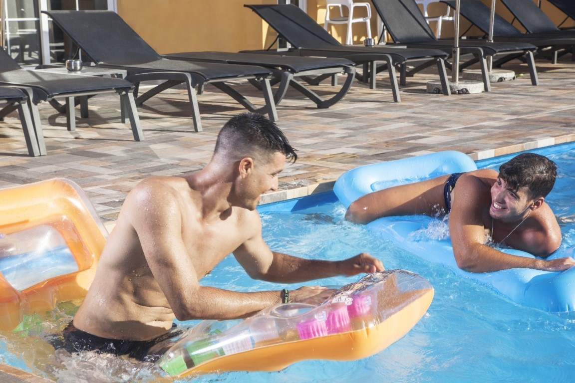 Gay Resort Hotel Club torso Gran Canaria zwembad zwemband