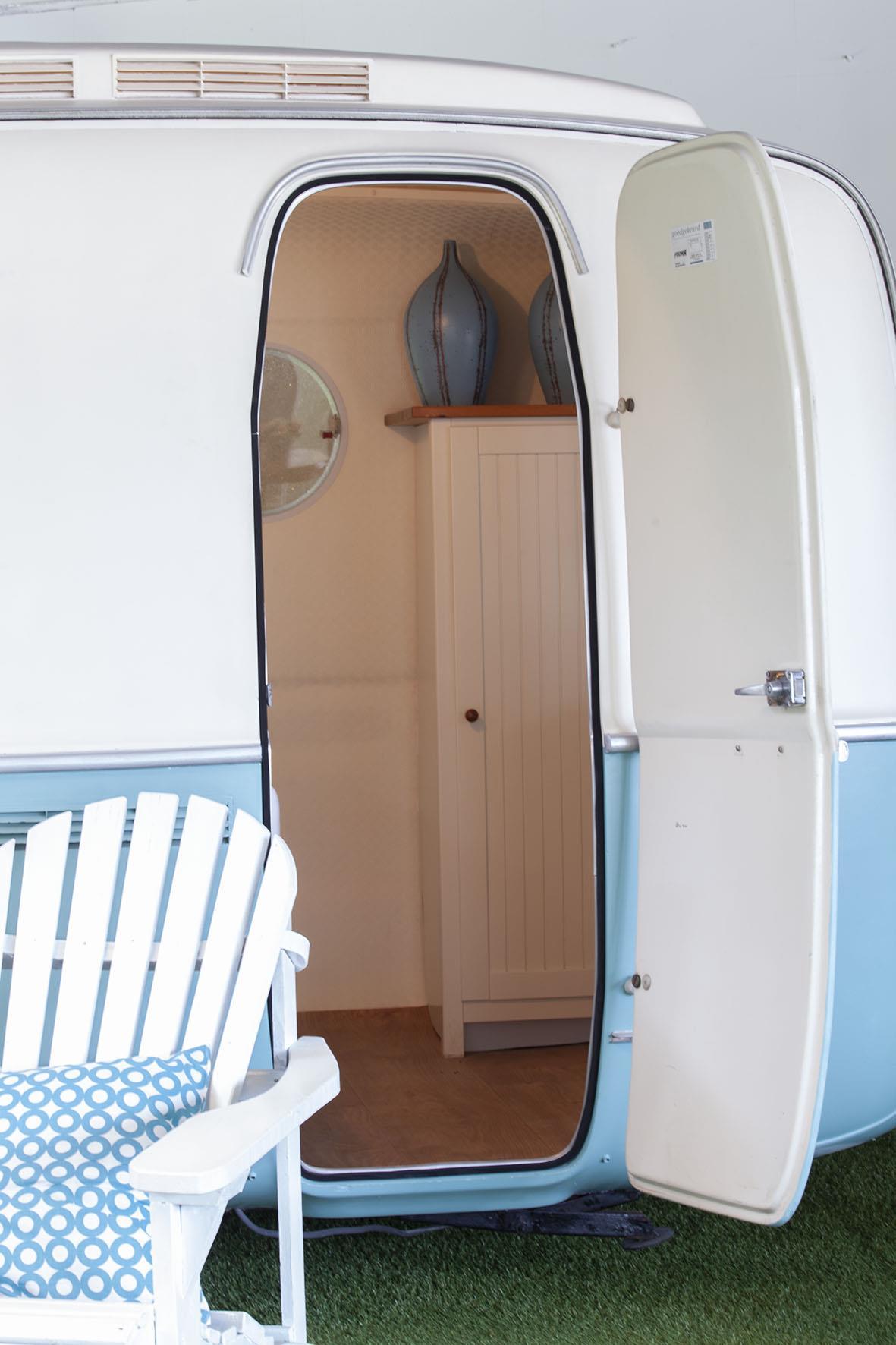 modern-vintage-caravan-detail-outside-inn-indoor-camping-amsterdam.jpg