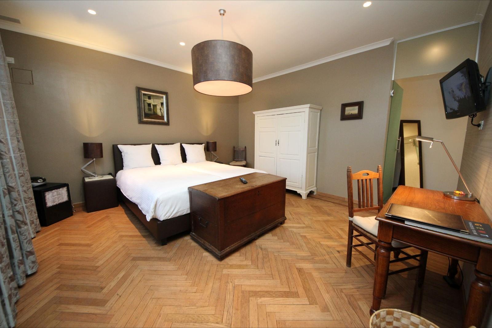 comfy-room-2-large.JPG