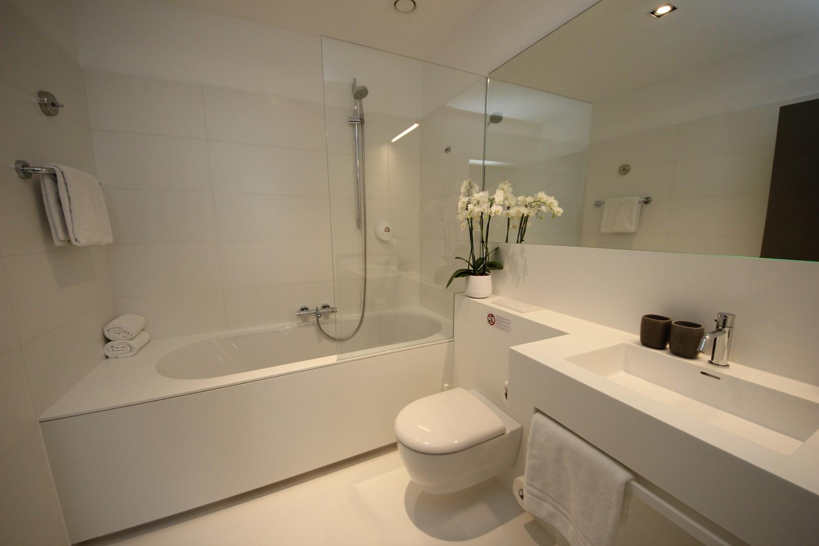 comfy-room-bathroom-1-large.JPG