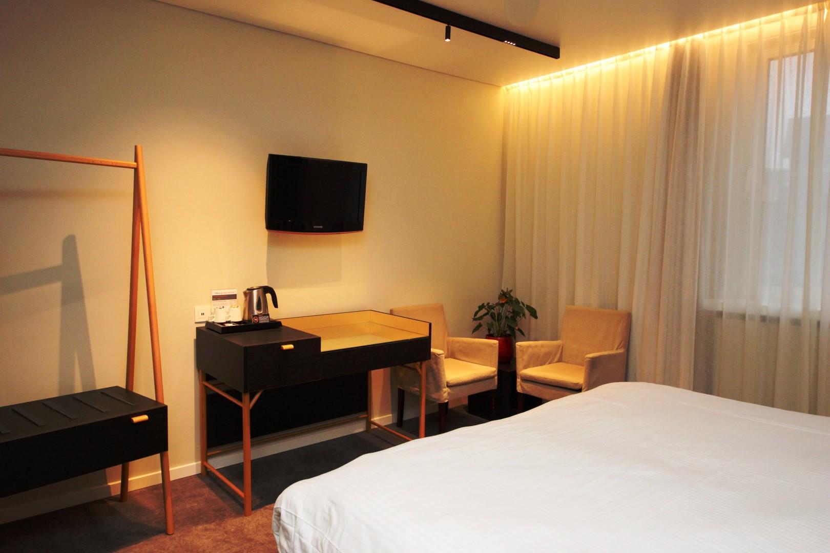 wonderful-spa-room-3-large.JPG