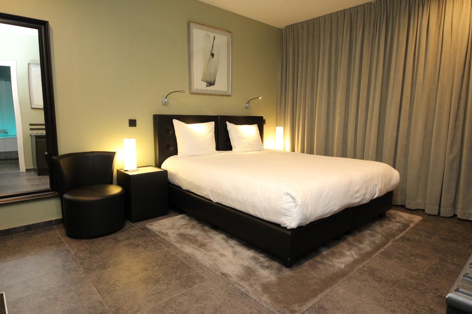 wonderful-spa-room-4-large.JPG