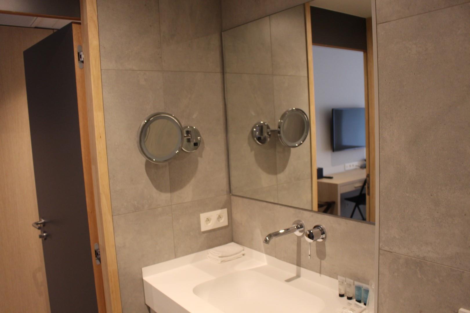 badkamer-groot-2.JPG