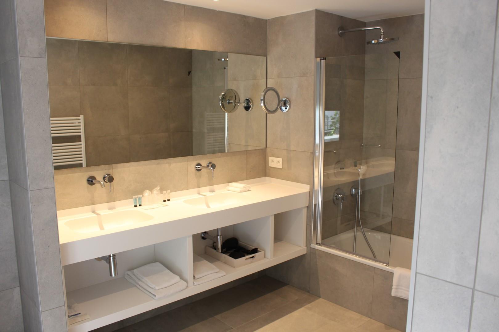 badkamer-junior3-groot.JPG