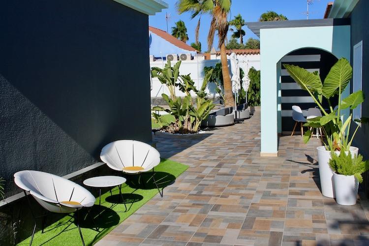 Naturisten Hotel Artika Natura Gran Canaria terras met zitplek