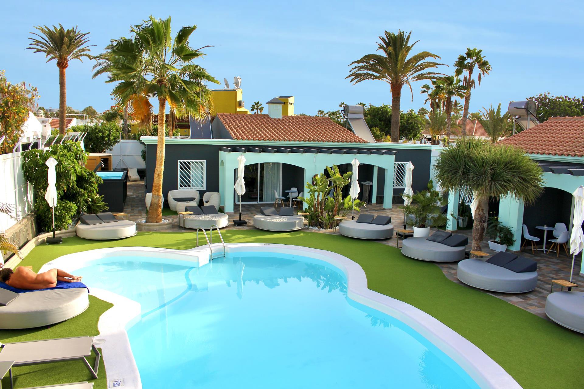 Naturisten Hotel Artika Natura Gran Canaria overzicht zwembad met ligweide