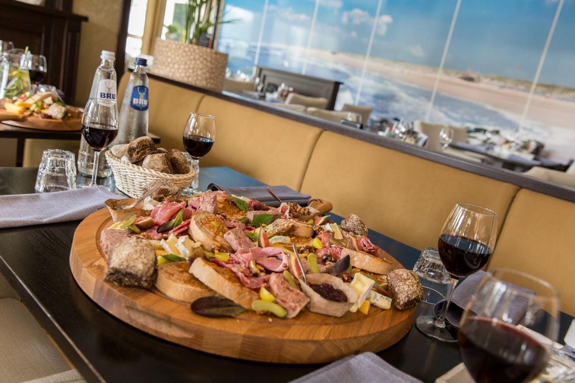 restaurant-strandhotel-bos-and-duin-medium.JPG
