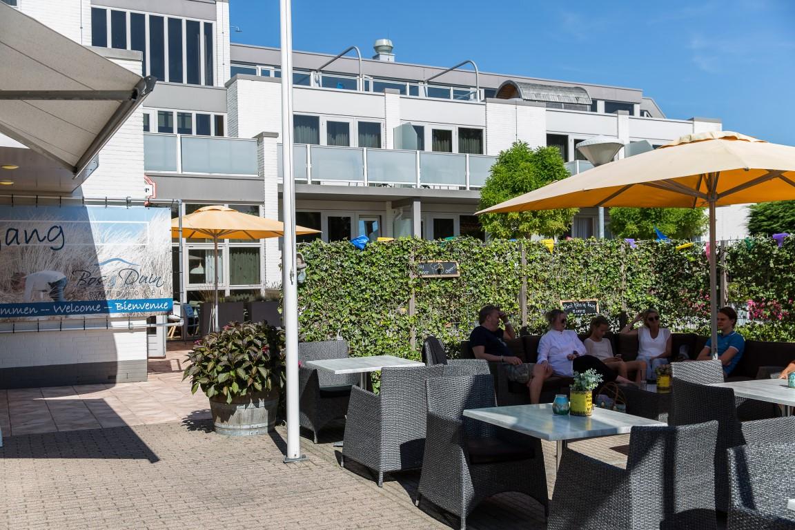 terrasje-pikken-strandhotel-bos-and-duin-medium.JPG
